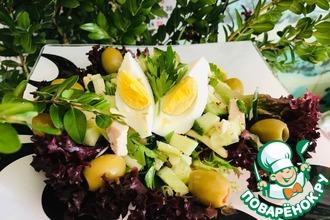 Рецепт: Весенний салат с курицей и черемшой