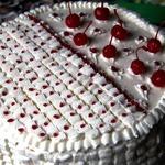 Бисквитный торт с вишневыми прослойками