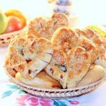 Пирожки и сладкие булочки с мармеладом