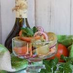 Салат из свежих и солёных помидоров