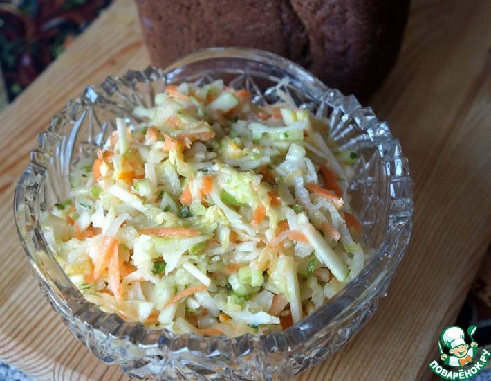 Рецепт: Салат с сельдереем и редькой дайкон