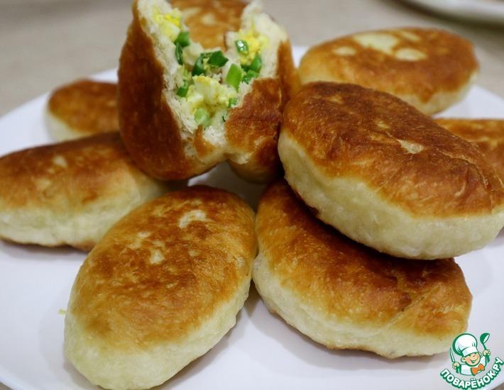 Рецепт: Пирожки с зеленым луком и яйцом
