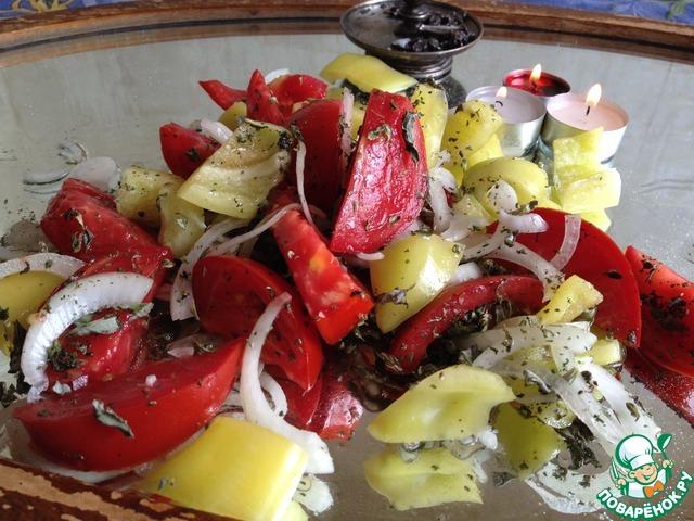 Салат с помидорами и горным чабрецом