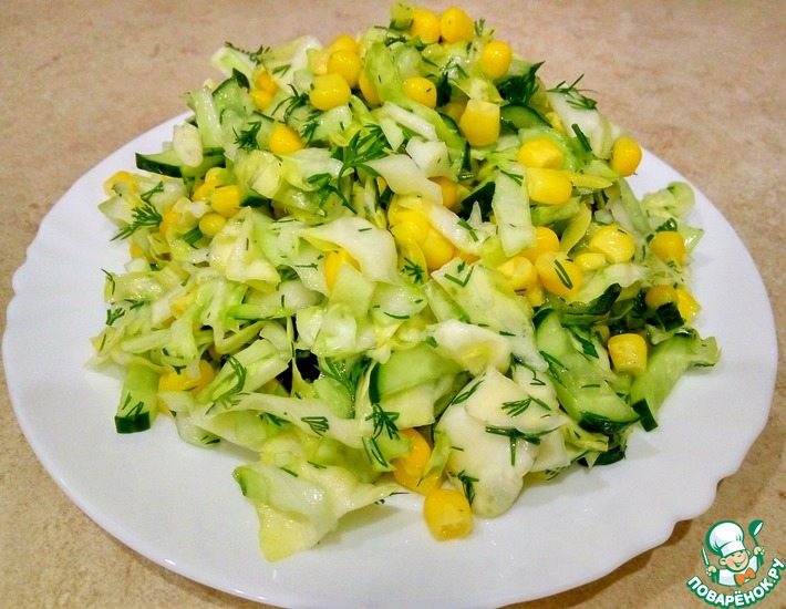 Рецепт: Салат с кукурузой, огурцами и капустой