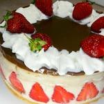 Торт без выпечки с клубникой и бананами