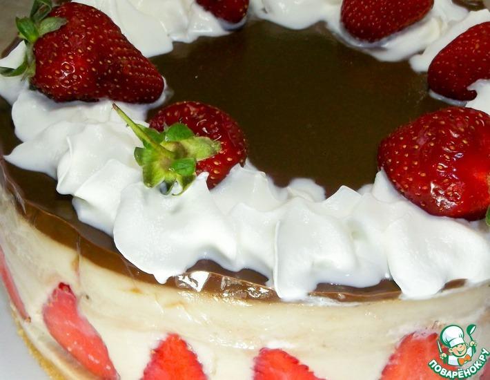 Рецепт: Торт без выпечки с клубникой и бананами