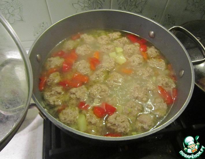 Рецепт: Легкий суп с фрикадельками и овощами