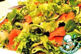 Рецепт: Огуречный салат с форелью и мятой
