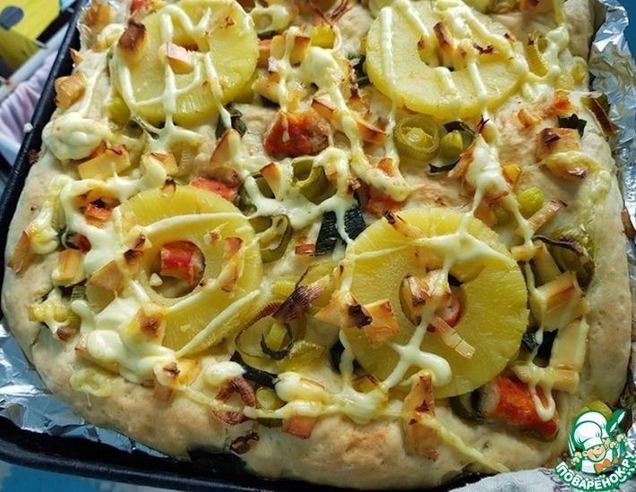 Рецепт: Пицца с ананасом и крабовым мясом