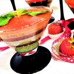 Йогуртовый десерт с клубникой и мятой