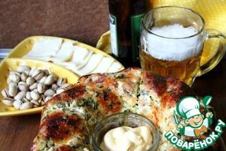 Рецепт: Пирог-кольцо Альфредо с курицей и чесноком