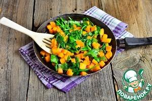 Добавить шпинат и размягчить его с тыквой, помешивая.