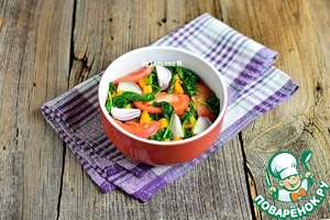 В жаропрочную форму выложить половину помидор и лука, затем тыкву, затем остальные помидоры и лук.