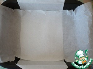 Preheat the oven to 180 degrees. The form for baking cover baking paper so that the edges of the paper were and it was easy to pick it up, when baking is finished. Shape size 20x25 cm
