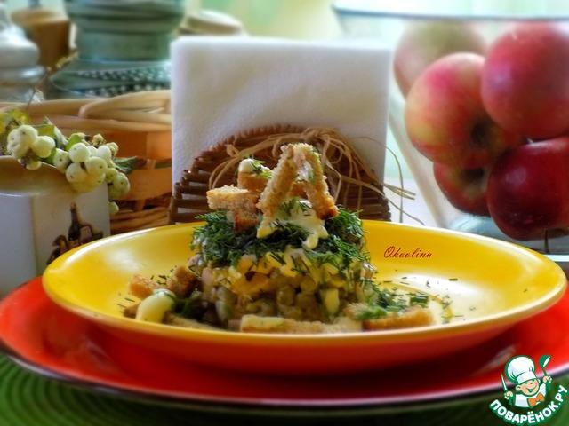 Салат с чёрными домашними сухариками photo