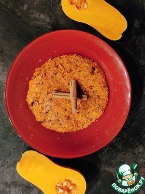 Нарезаем морковь, измельчаем ее в блендере, затем измельчаем курагу и чернослив с орехами и соединяем все вместе. Добавляем яйца ( 3 белка, 1 желток), ванильный сахар и муку. Все тщательно перемешиваем.