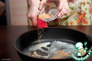 В растопленное масло высыпьте сахар, специи и немного подогрейте