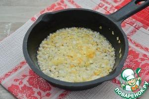 На отдельной сковороде в масле или на смальце поджарьте до хорошего золотистого цвета лук, и заправьте им борщ