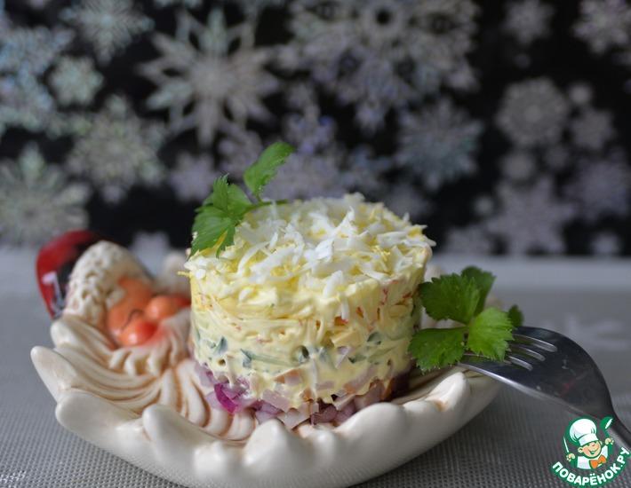 Рецепт: Салат слоёный с ветчиной и яблоком