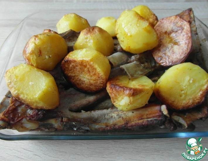 Рецепт: Свиные ребра с картофелем в рукаве