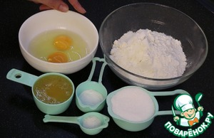 Муку просеять.   Мед жиркий или растопить.   Сода 8 г. или 1. ч. л. без горки.