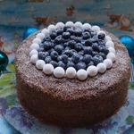 Ореховый торт с карамельным кремом и смородиной