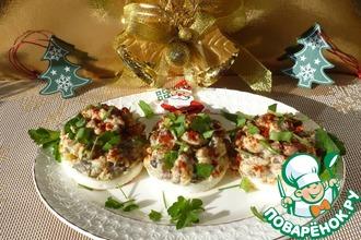 Рецепт: Фаршированные яйца на новогоднюю закуску