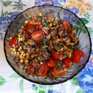 Хорошо перемешиваем ингредиенты, все салат готов!