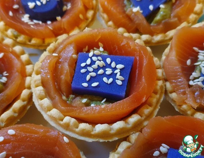 Рецепт: Корзиночки с гуакамоле и красной рыбой