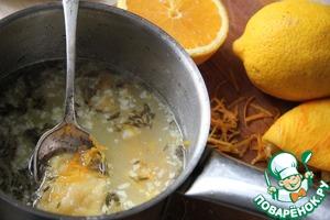 Вмешать сок лимона и апельсина, цедру, мед, соль.