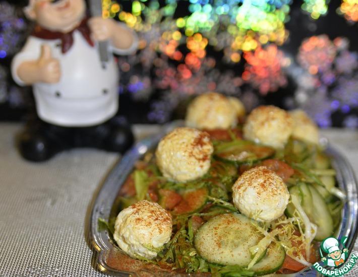 Рецепт: Овощной салат с сырными шариками