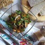 Тёплый салат из креветок и кабачков