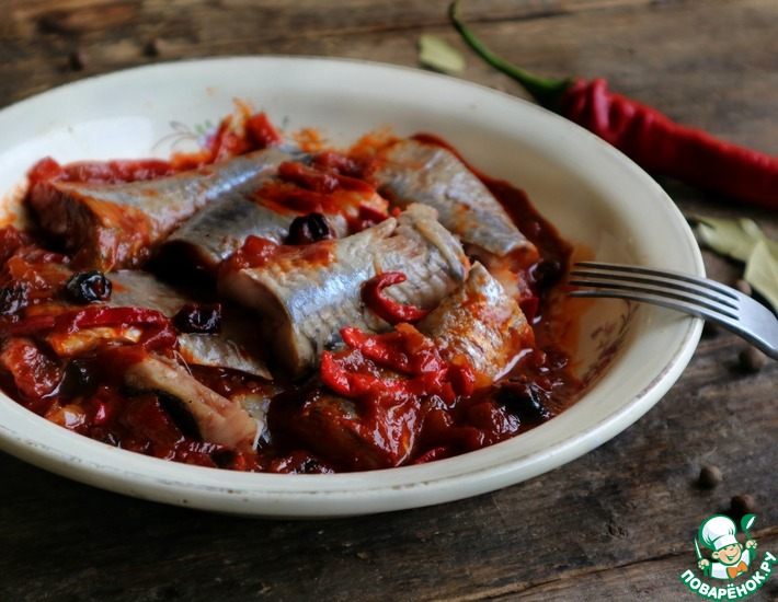 Рецепт: Сельдь с изюмом и перцем чили