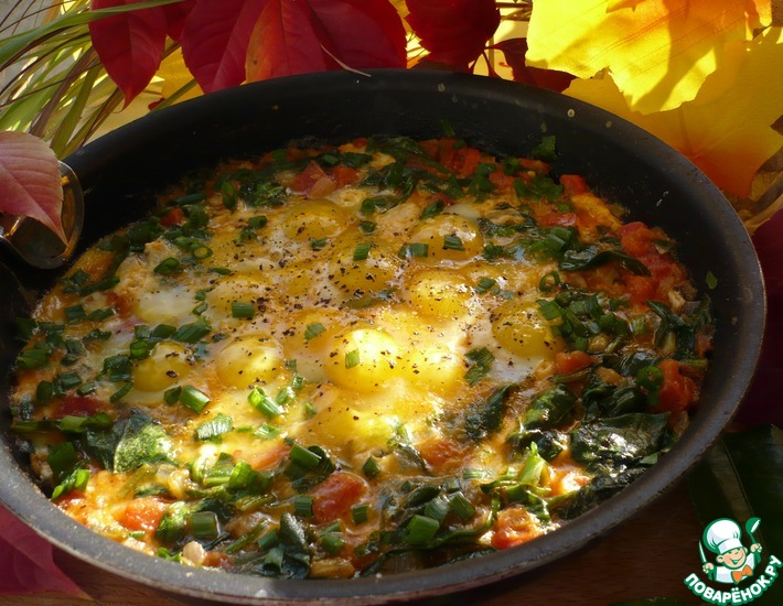 Рецепт: Яичница со шпинатом и помидорами