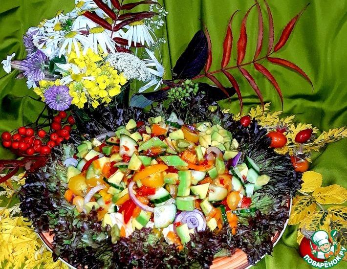 Рецепт: Салат овощной с курицей и авокадо
