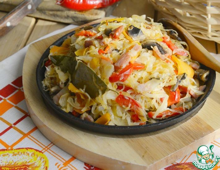 Рецепт: Капуста, тушённая с перцем и шампиньонами