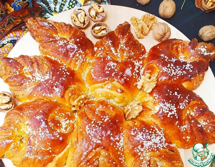 Рецепт: Сдобный пирог с ореховой прослойкой  Осенний цветочек