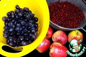 Ягоды и яблоки для начинки.