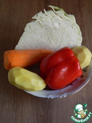 Приготовим необходимые продукты. Добавим так же замороженный зеленый горошек, масло подсолнечное, воду, соль, томатную пасту, лавровый лист.