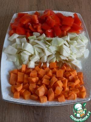Нарежем овощи кубиками.