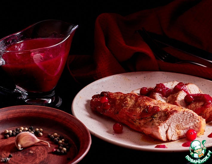 Рецепт: Свинина с клюквенным соусом и медом
