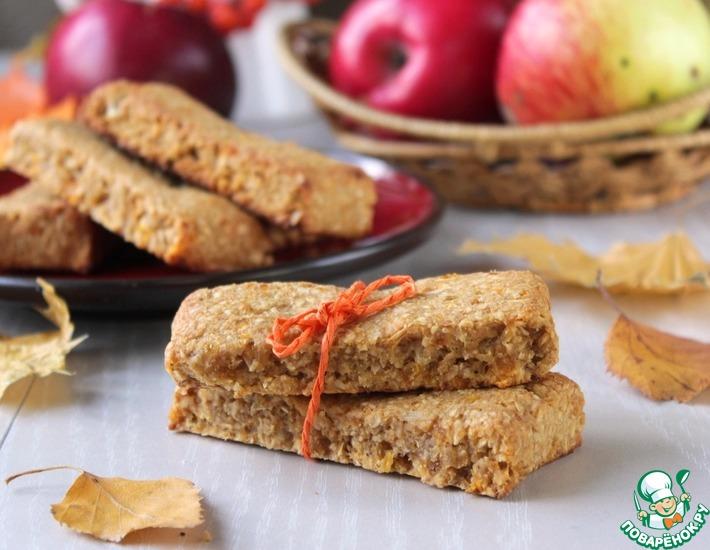 Рецепт: Овсяные батончики с курагой и яблоком