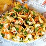 Солнечный салат в яичных блинчиках