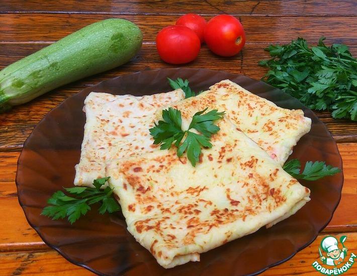 Рецепт: Кабачковые конвертики с сыром и колбасой