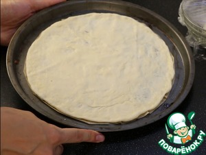 I bake pizza in this form.  A smaller part of the dough rolled out or just stretch his arms to a size slightly less than size of the form and bake for 7-10 minutes at 200 degrees. The crust should be slightly Browning and grilled.