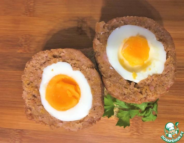 Рецепт: Яйца по-шотландски с ветчиной и анчоусами