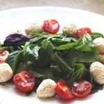 Салат с рукколой, базиликом и мятой