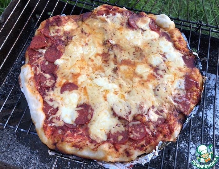 Рецепт: Пицца пепперони на углях
