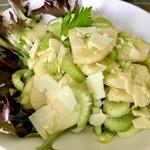 Салат из черешкового сельдерея с яблоком