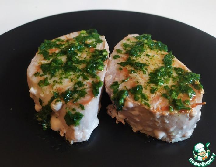 Рецепт: Стейк из тунца с чесночным соусом